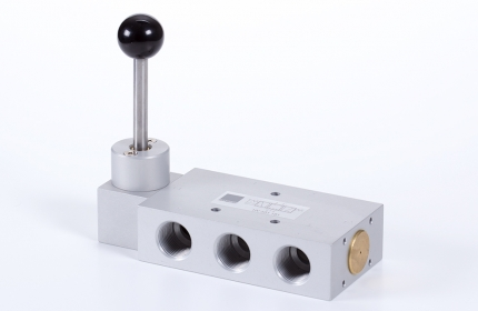 """5/3-lever actuated valve with spring return, centre closed, G 3/4"""""""